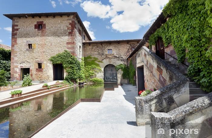Fototapeta winylowa Patio ajardinado (Mave, Palencia) - Europa