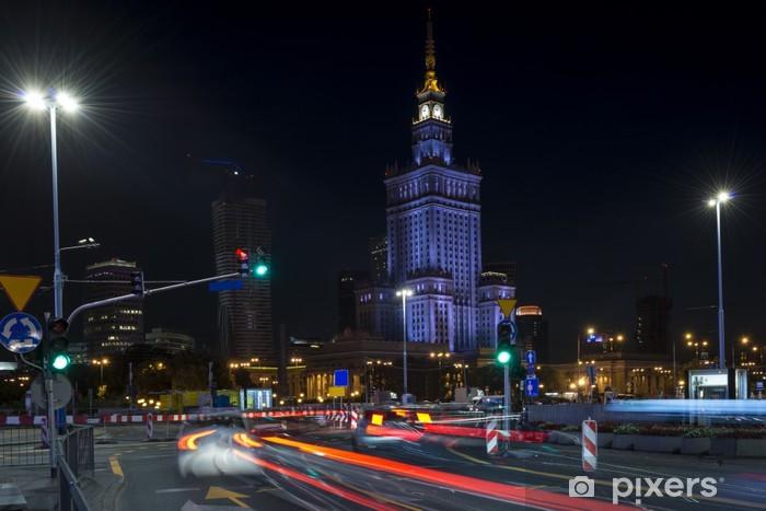 Fototapeta winylowa Pałac Kultury i Nauki w Warszawie w nocy. - Tematy