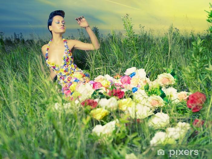 Naklejka Pixerstick Piękna kobieta w sukni z kwiatami - Uroda i pielęgnacja ciała