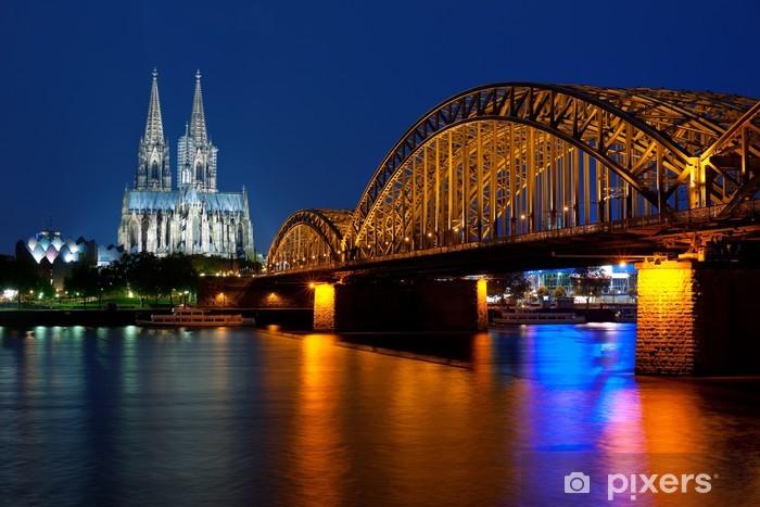 Papier peint vinyle Cologne sur le Rhin dans la nuit - Europe