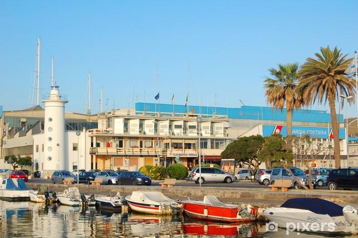 Naklejka Pixerstick Widok z latarni morskiej w Viareggio przystani i łodzi - Europa