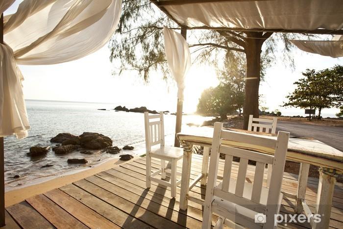 Naklejka Pixerstick Białe krzesła i stolik na balkonie z widokiem na morze - Wakacje