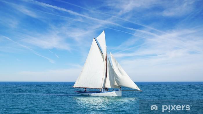 Carta Da Parati Vista Sul Mare Con Barca A Vela Sullo Sfondo Del