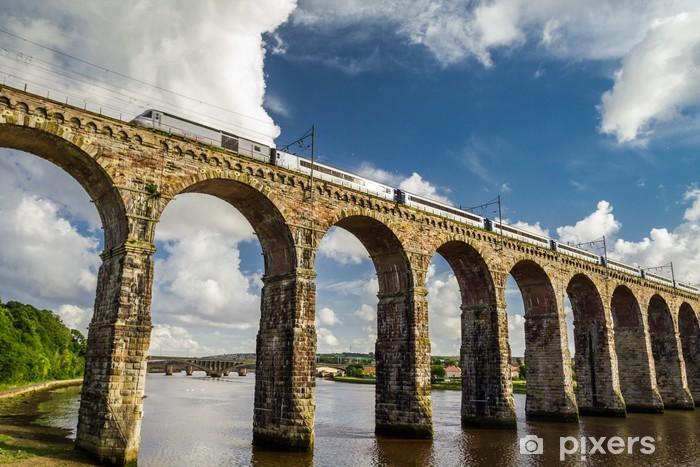 Papier peint vinyle Pierre pont ferroviaire entre l'Ecosse et l'Angleterre - Infrastructures