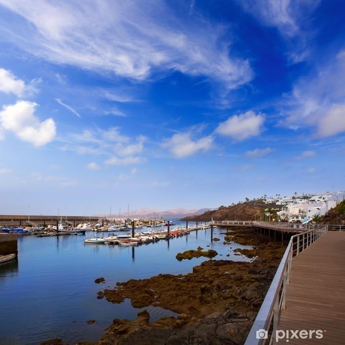 Fototapeta winylowa Lanzarote Puerto del Carmen port w Wyspach Kanaryjskich - Wakacje