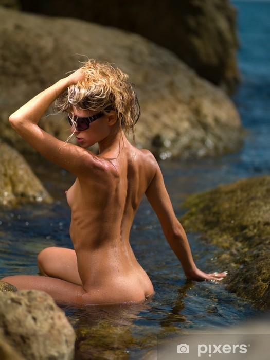 Naklejka Pixerstick Nago w wodzie - Akty żeńskie