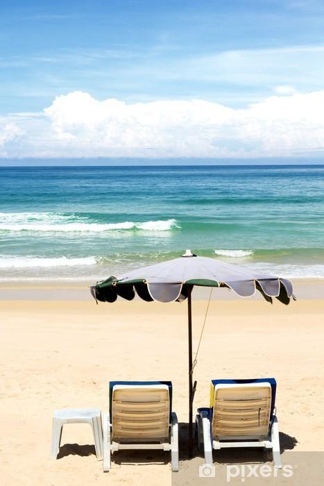 Papier peint vinyle Chaises de plage et avec parasol sur la plage - Asie