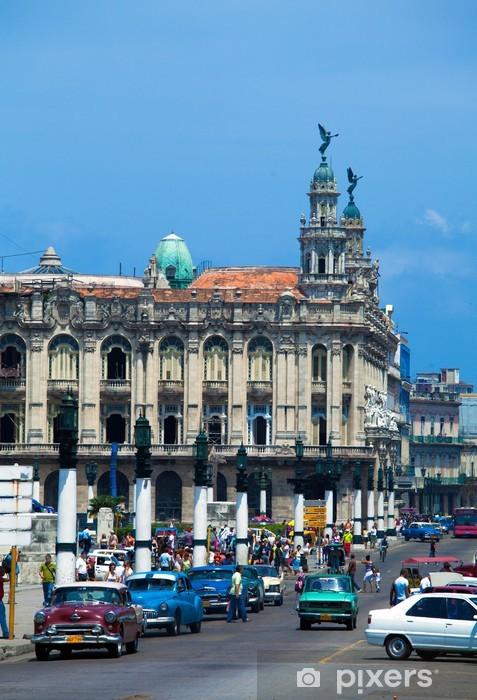 Sticker Pixerstick Grand Théâtre et lourd trafic, la vieille ville, La Havane, Cuba - Amérique