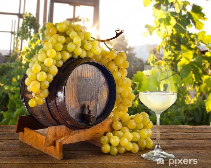 Vinyl-Fototapete Weißwein im Weinberg - Alkohol