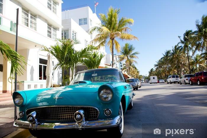 Papier peint vinyle Vue sur Ocean Drive avec une voiture de collection - Amérique