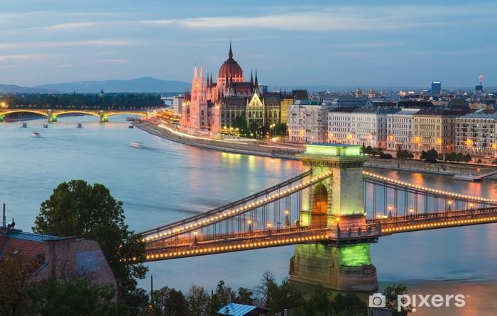 Papier peint vinyle Pont des Chaînes et le Parlement hongrois - Thèmes