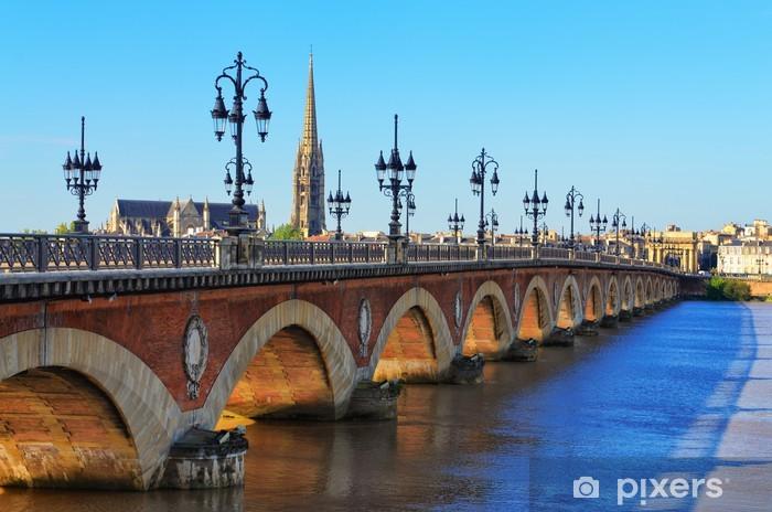 Papier peint vinyle Bordeaux pont de la rivière Saint-Michel avec la cathédrale - Thèmes