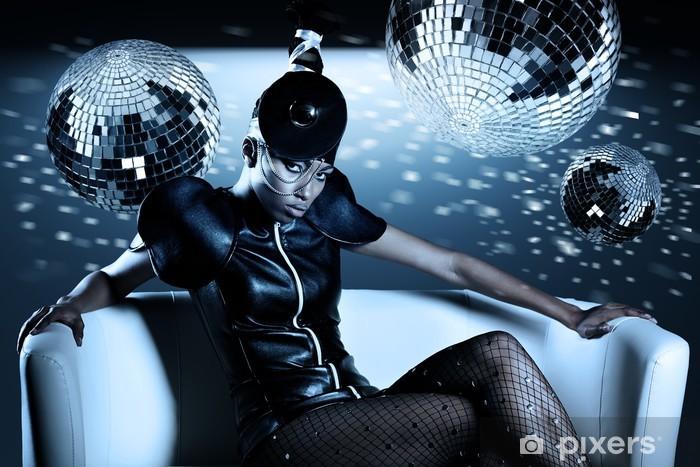 Nálepka Pixerstick Atraktivní africká žena s disco koule - Hudba