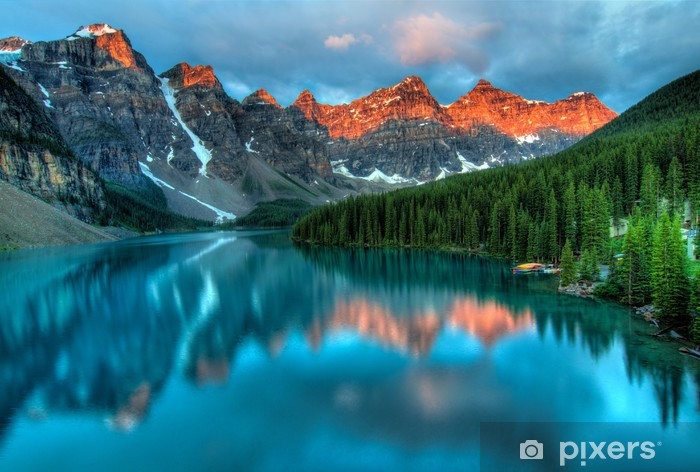 Fototapeta winylowa Moraine Lake Sunrise Kolorowy Krajobraz -