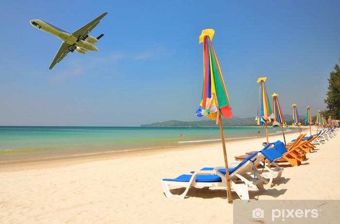 Fototapeta Winylowa Wiersz Z Leżakami Na Plaży Bang Tao Wyspie Phuket