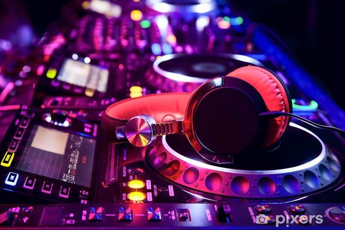 Fototapeta winylowa Mikser DJ ze słuchawkami -