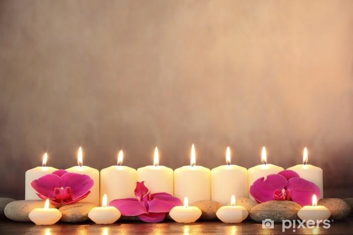 Pixerstick Sticker Rij van aromatische kaarsen en orchidee bloemblaadjes. - Bestemmingen