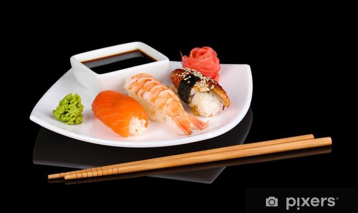 Vinylová fototapeta Lahodné sushi podávané na talíři izolovaných na černém - Vinylová fototapeta