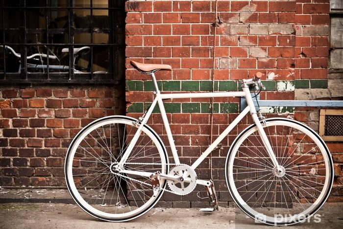 Nálepka Pixerstick Město jízdních kol na červené zdi, vintage styl - Na cestě