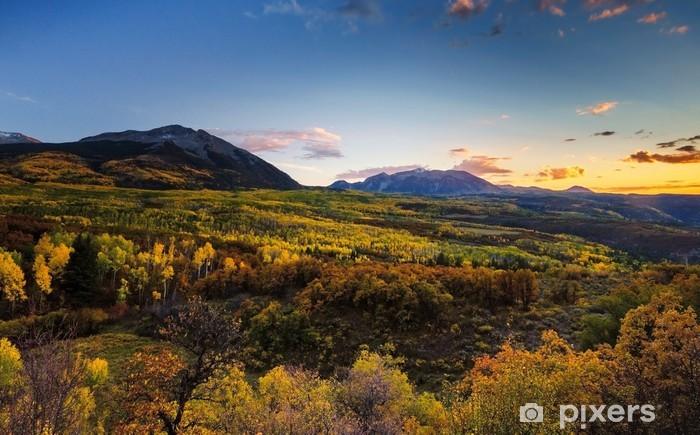 Fototapeta winylowa Kolory jesieni, Góry i zachód słońca - Natura i dzicz