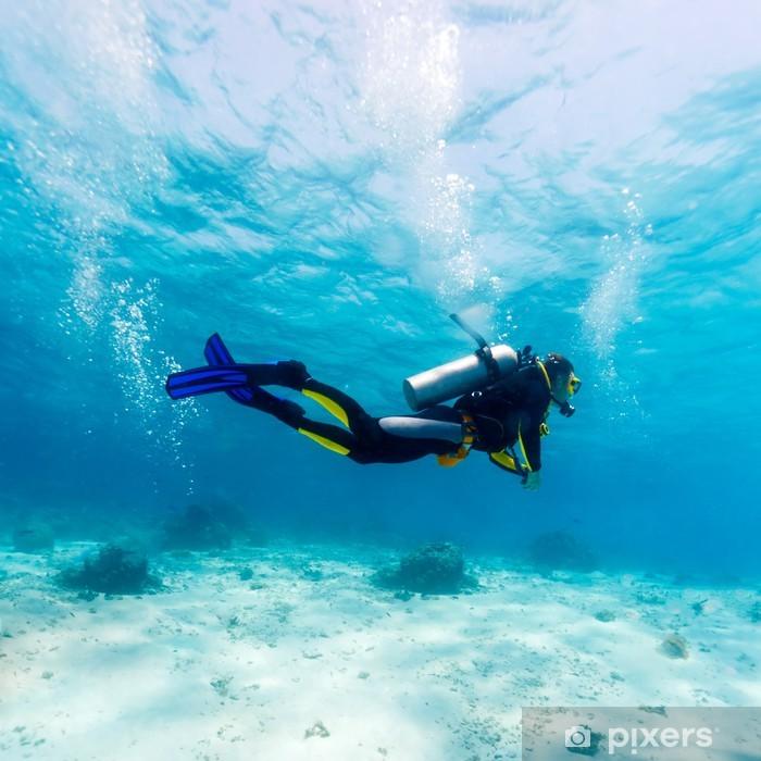 Sticker Pixerstick Silhouette de Scuba Diver près fond de la mer - Sports individuels