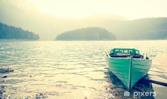Vinilo Pixerstick Un barco - Montañas