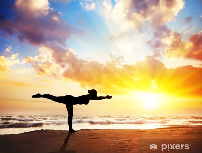Papier peint lavable Yoga silhouette sur la plage - Mer et océan