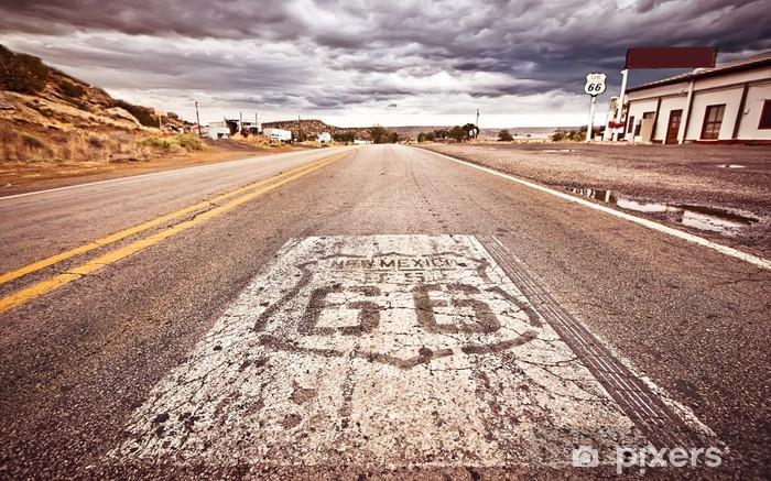 Fototapeta winylowa Stary Route 66 shield malowane na ulicy - Tematy