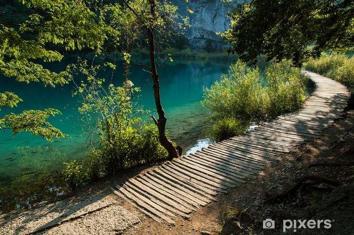 Papier peint vinyle Un chemin d'accès pour les touristes à Plitvice Lakes National Park, Croatie - Thèmes