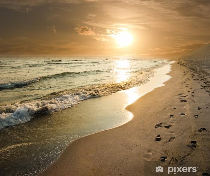 Vinilo Pixerstick Puesta del sol de oro en la orilla del mar - Temas