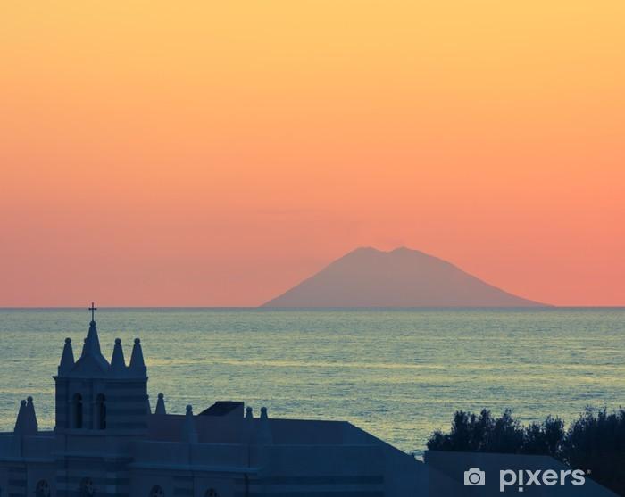 Naklejka Pixerstick Niesamowity zachód słońca nad Stromboli - Europa