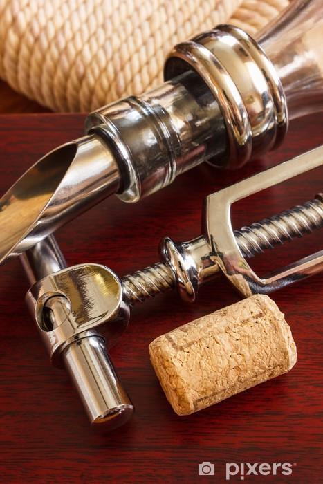Fototapeta winylowa Butelka wina z korkociągiem i akcesoria - Tematy