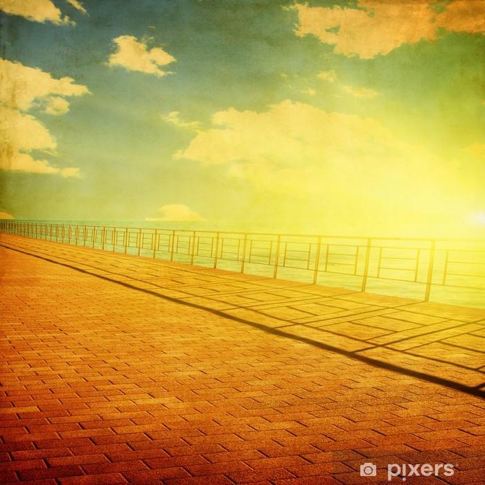 Poster Pier plage au coucher du soleil dans le style grunge. - Eau