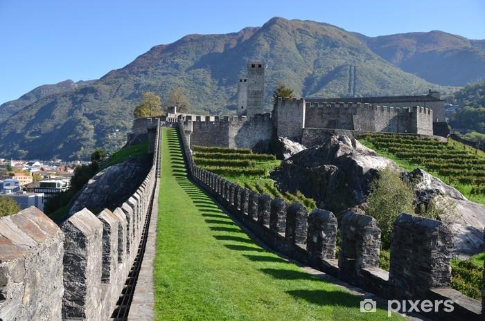 Naklejka Pixerstick Starożytne fortyfikacje w Bellinzona, Szwajcaria - Budynki prywatne