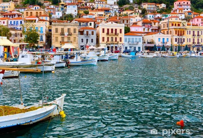 Naklejka Pixerstick Tradycyjna wioska rybacka Gytheio w Grecji - Europa