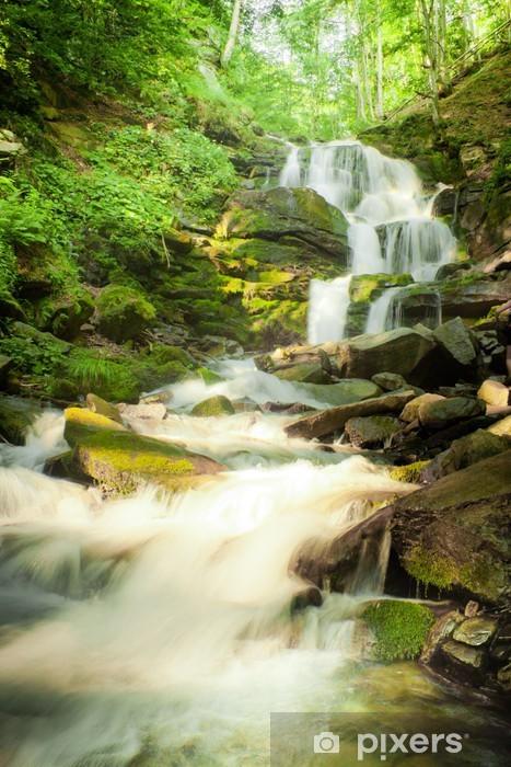 Naklejka Pixerstick Głębokie wodospad las w Karpatach - Cuda natury