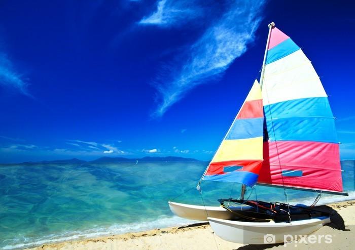 Sticker Pixerstick Caraïbes: catamaran, voilier contre un ciel bleu - Vacances