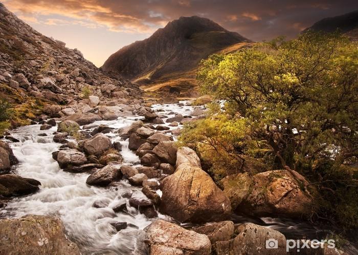 Nálepka Pixerstick Vodopád v horách s náladový dramatické horské slunce země - Roční období