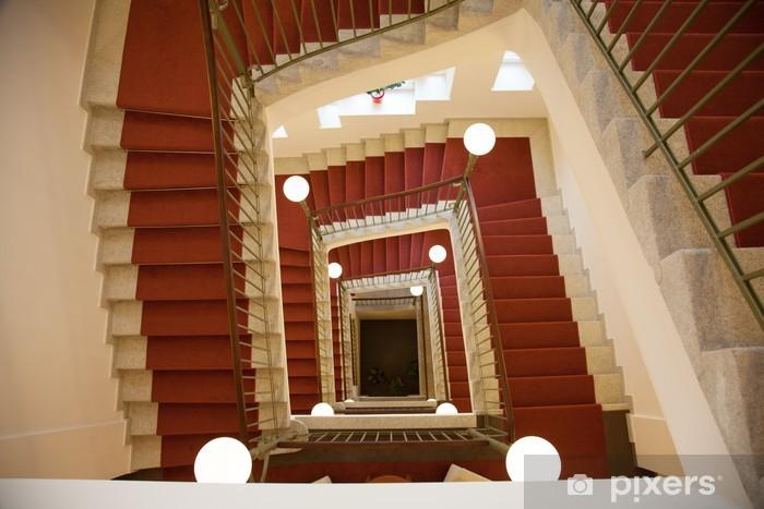 Fototapete Treppenhaus Mit Treppe Von Oben Nach Unten Pixers Wir Leben Um Zu Verandern