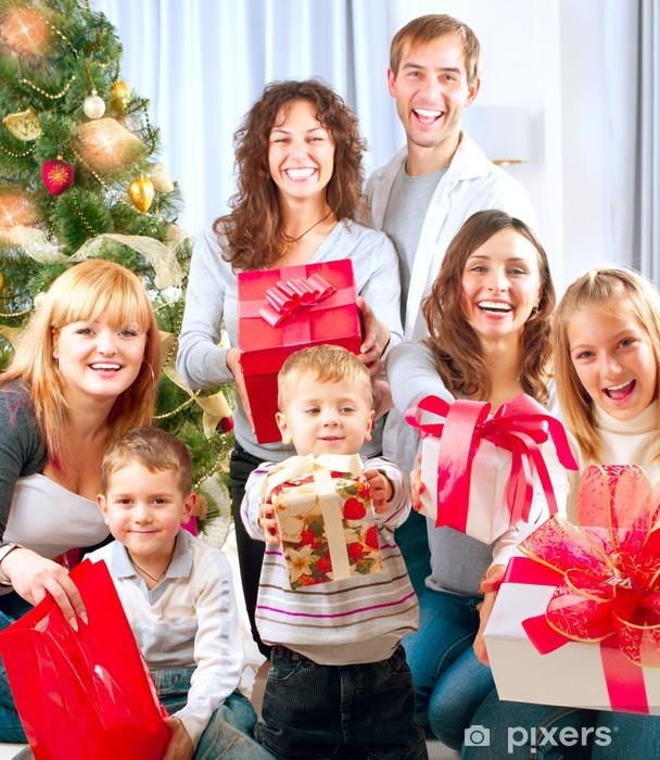 Regali Di Natale Famiglia.Adesivo Felice Grande Famiglia Con I Regali Di Natale A Casa Pixerstick