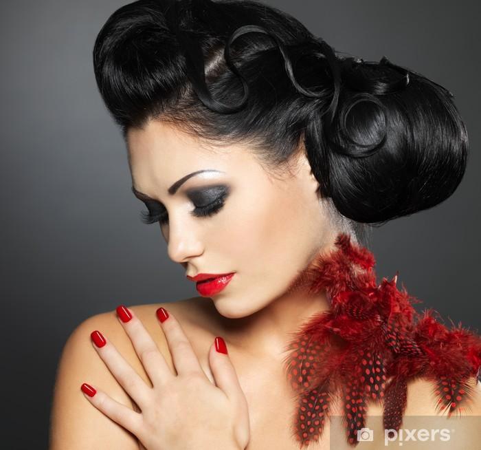 0c6462d332 Vinilo Pixerstick La mujer con las uñas de color rojo y el peinado creativo  - Destinos