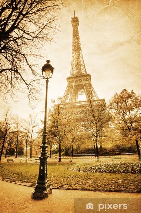 Fototapeta winylowa Nostalgiczny widok na Wieżę Eiffla - Tematy