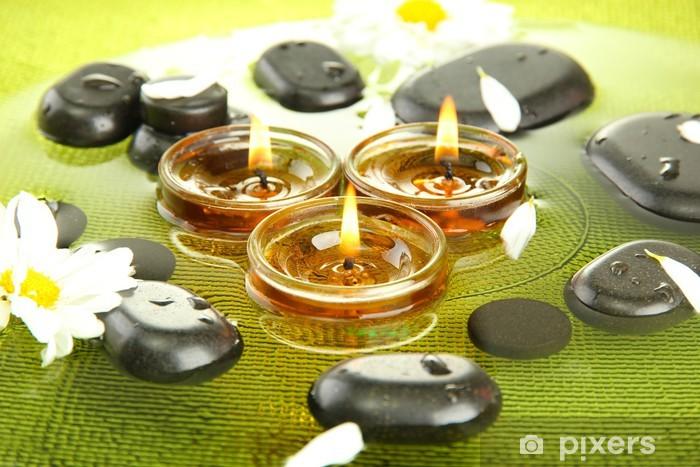 Vinylová fototapeta Lázně kameny s květinami a svíčkami ve vodě na talíři - Vinylová fototapeta
