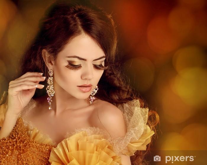 Fototapet av Vinyl Kvinna mode porträtt. Utgöra. Vacker tjej. Smycken och B d569a68ac63b9
