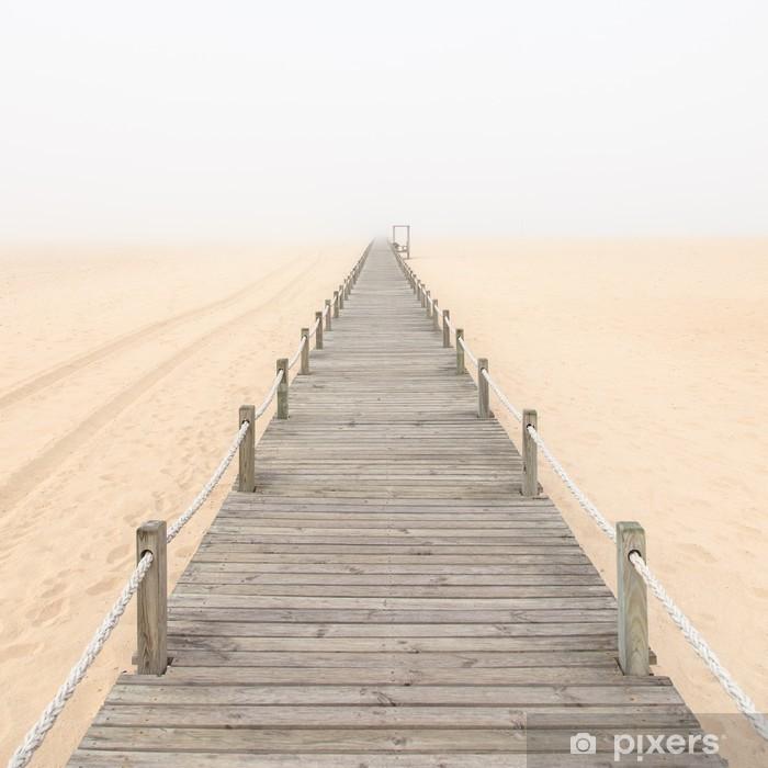 Plakat Drewniana kładka w mglisty piaszczystej plaży tle. Portugalia. - Style