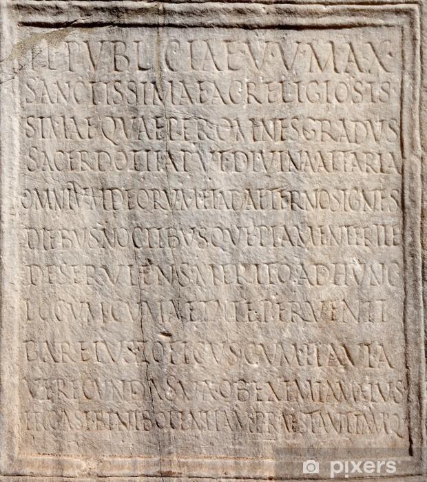 Fototapeta winylowa Szczegóły starożytnej łaciński napis z Forum Romanum - Miasta europejskie