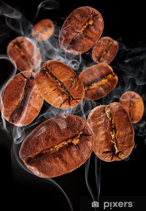 Papier peint vinyle Grains de café dans la fumée, isolé sur fond noir - Graines et céréales
