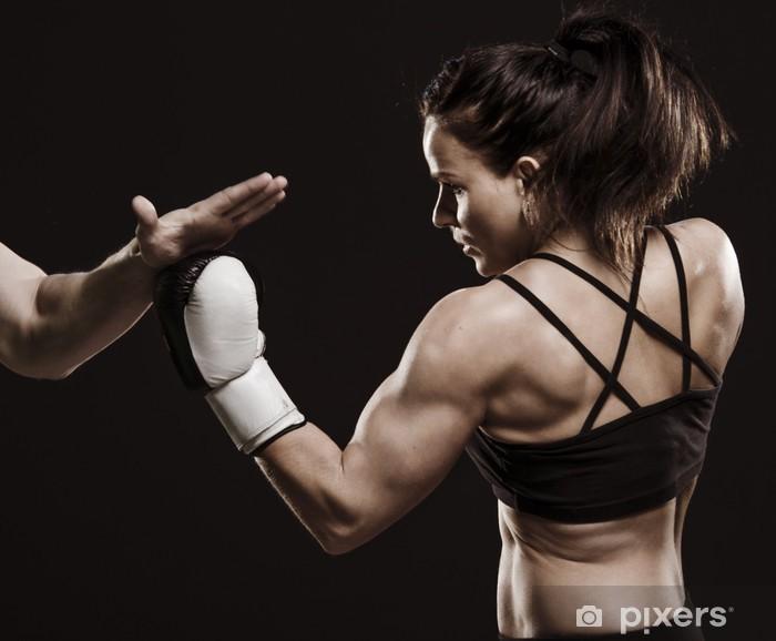 Fototapeta winylowa Piękna kobieta fitness trening bokserski. - Tematy