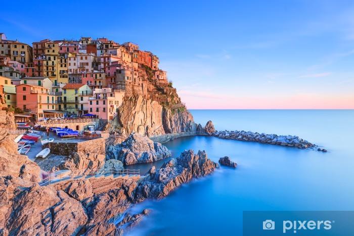 Vinil Duvar Resmi Gün batımında Manarola köy, kayalar ve deniz. Cinque Terre, İtalya -
