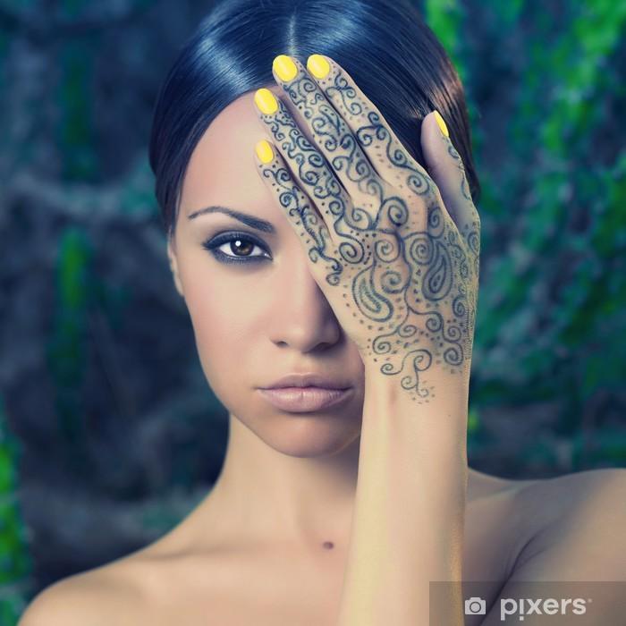 Poster Lady mit bemalten Händen mehendi - Tattoo